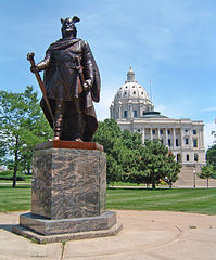 Statue of Leif Erikson in front of Minnesota State Capitol